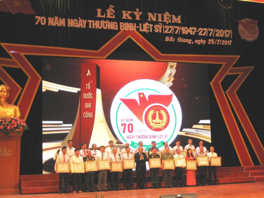 Bắc Giang: Biểu dương, khen thưởng người có công tiêu biểu